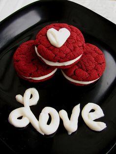 """""""El primer amor es una pequeña locura y una gran curiosidad"""" - George Bernard Shaw #frases #amor"""