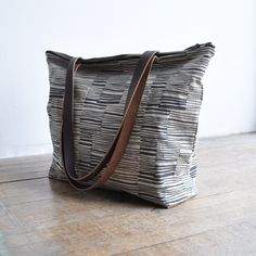 ZIP TOTE - lines by Bookhou