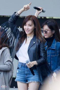Tiffany Rehearsal at DMC Festival 2016 Tiffany Hwang, Snsd Tiffany, Korean Girl Fashion, Kpop Fashion, Daily Fashion, Airport Fashion, Girls' Generation Tiffany, Girls Generation, Yoona