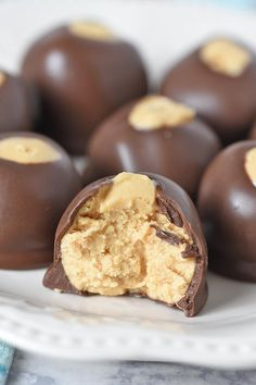 How to make dreamy, creamy, no bake buckeye peanut butter balls with just 4 simple ingredients. Easy small batch buckeye recipe, perfect for dessert! Easy Candy Recipes, Fudge Recipes, Sweet Recipes, Dessert Recipes, Dessert Ideas, Yummy Recipes, Holiday Recipes, Cake Recipes, Yummy Food