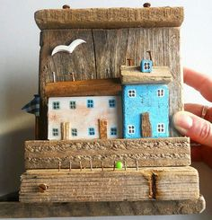 Driftwood Furniture: Practical Projects for Your Home and Garden - Driftwood 4 Us Driftwood Furniture, Driftwood Projects, Driftwood Art, Beach Crafts, Diy And Crafts, Wood Scraps, Ceramic Birds, Wood Creations, Miniature Houses