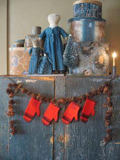 red mittens made from an old blanket www.picturetrail.com/schneemanfolkart