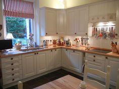 Cornell Classic Kitchen - http://www.diy-kitchens.com/kitchens/cornell-classic/details/