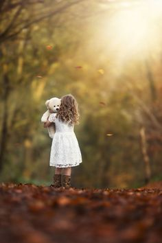 children photography Love comes in all shapes, sizes, and combinations, and we want to celebrate all of it! Here are 35 photos of love in all its forms, warm fuzzy feelings included. Toddler Photography, Autumn Photography, Family Photography, Photography Tips, Portrait Photography, Fall Children Photography, Photography Ideas Kids, Whimsical Photography, Little Girl Photography