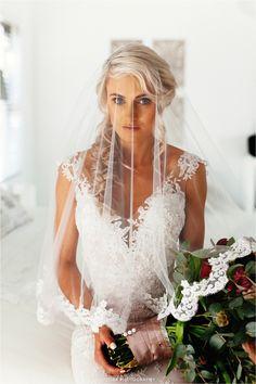 Bride portrait. Bride with veil photo idea. Brenaissance wedding. Wedding photo ideas. Wedding Photographer Cape Town.