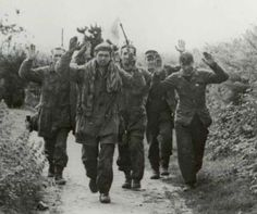 Fallschirmjäger POW, Brest september 1944 - pin by Paolo poo poo Marzioli Man Of War, War Film, Ww2 Photos, War Dogs, Film Inspiration, Paratrooper, D Day, Normandy, Military History