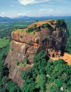 Sigiriya Rock, Sri Lanka - Places to explore Beautiful Islands, Beautiful World, Beautiful Places, Vida Natural, Belleza Natural, Sri Lanka Plage, Voyage Sri Lanka, Places To Travel, Cambodia