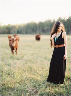 casual country lifestyle shoot with cows :) Hey @Adrienne Maschmeyer Why don't you do this ;)