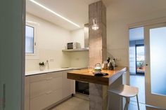 La Unión de la Cocina, el Pasillo y el Estudio | Ideas Reformas Cocinas Double Vanity, Bathroom, Table, Furniture, Ideas, Home Decor, Wood Tables, Light Colors, Interior Design