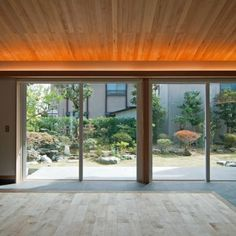庭屋一如の通り土間の家「金衛町の家」   オーガニックスタジオ新潟 Indirect Lighting, Roof Window, Light Architecture, Studio Lighting, Nice View, Outdoor Living, House Design, Windows, Ceiling Lights