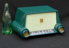 Motorola Model Bakelite Tube Radio 1954 With Original Factory Green Paint. Radio Vintage, Vintage Records, Radios, Hifi Video, Radio Design, Old Technology, Retro Arcade, Transistor Radio, Decoration