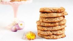 Delicious grain-free coconut cookies are made only with three ingredients. Just mix the ingredients and bake for ten minutes. Banana Coconut, Coconut Cookies, Cookie Bars, 3 Ingredients, Tray Bakes, Grain Free, Vegan Vegetarian, A Food, Food Processor Recipes