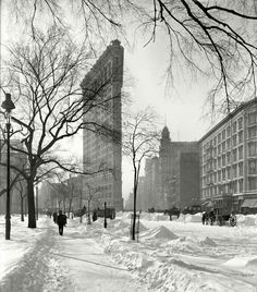 Fifth Avenue in New York City after a heavy snowfall, 1905 Photo/ www.newyorktimes.com