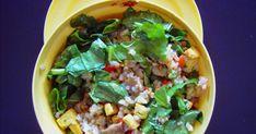 Una buena opción para comer fuera de casa, sea en el trabajo, en un picnic, etc.     Ingredientes :    arroz integral  tofu  espinacas  pi...