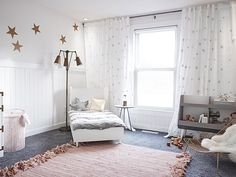 modern big girl room with stars // what a beautiful space