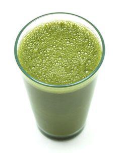 GRIPE E RESFRIADO  Ingredientes: - 3 folhas de pitangueira (verdes ou secas) - 1 pedaço pequeno de gengibre - 1 copo de água  - 1 cenoura - 1 maçã - suco de clorofila Modo de preparo:  Ferva as folhas de pitangueira junto ao gengibre. Bata a cenoura, maçã, suco de clorofila e o líquido fervido. Adoce a gosto.