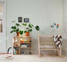 Barnrum Grön Rosemholm - Inspiration: Byggfabriken – modern byggnadsvård Toddler Rooms, Toddler Bed, Shared Rooms, Future Baby, Flower Power, Baby Room, Kids Room, Interior Decorating, Nursery