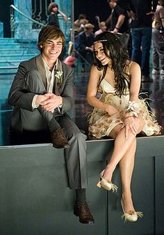 A Night To Remember! The prom scene! Old Disney, Disney Girls, Hight School Musical, Hig School, Troy And Gabriella, Zac Efron And Vanessa, Troy Bolton, Emperors New Groove, Disney Channel Stars