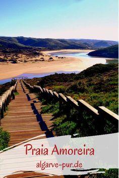 Atemberaubend! Der Strand Praia da Amoreira bei Aljezur an der Westküste der Algarve ist für mich der schönste der ganzen Region. Er liegt am Ende eines Tales, durch das die Ribeira de Aljezur dem Meer entgegen strömt. Außergewöhnlich schön sind die Farben: Das Blau des Flusses, die dunklen Felsen und der helle Sand!