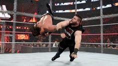 Seth Rollins vs. Kevin Owens - Lucha Hell in a Cell por el Campeonato Universal WWE: fotos