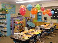 Balloons act as name tags,  back-to-school night deco, and welcome back gifts. Also on the site - cute book boxes and a great class library!