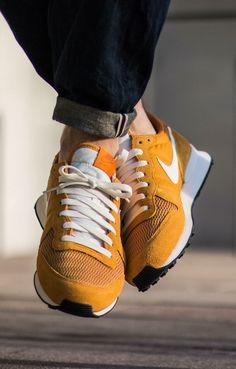 Nike Internationalist: Yellow/White