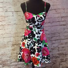 """B. SMART FLORAL FIT AND FLARE DRESS Beautiful floral print with a padded bust and adjustable straps. Zip entry in back. Gently used. Measurements. Bust 14.5"""" waist 12 3/4"""" hips 18.5"""" length 34"""" B. SMART Dresses Mini"""