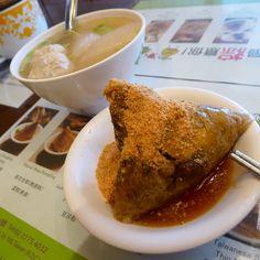 肉粽加蘿蔔魚丸湯的溫暖午飯。#Rice #dumpling & #fishball soup with radish #lunch #food #instagood #Taiwan