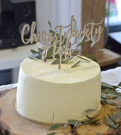 Chrzest - akcesoria-Drewniany topper na tort Fondant Baby Shoes, Place Card Holders, Baby Shower, Sweets, Desserts, Cakes, Google, Babyshower, Tailgate Desserts
