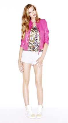 #Outfitoftheday: model wears our #pink leather #jacket decorated with golden details, our jewels inspired printed #tshirt and our white five-pocket #summer #shorts! ♥ Like it? #Weloveit! ♥ #Fashion #Moda #Giacca #Fucsia #estate #ootd