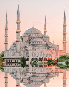 11 Best Things To Do In Istanbul, Turkey Istanbul + Moscow + St P. Beste Aktivitäten in Istanbul Beautiful Mosques, Beautiful Places, Places To Travel, Places To Visit, Capadocia, Perfect Road Trip, Istanbul Travel, Istanbul Hotels, Istanbul City