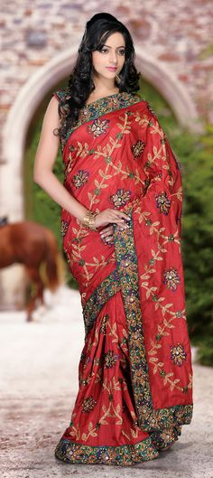 Buy Now : Rs. 6,700 /- http://www.indianweddingsaree.com/product/77005.html Red and Maroon color family #Saree with matching unstitched blouse.
