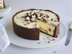 White Chocolate Malteser Cheesecake recipe (white chocolate cheesecake no bake) Malteser Cheesecake Recipe, Cheesecake Recipes, Dessert Recipes, Malteser Recipes, Chocolate Malteser, Malteser Cake, Homemade Chocolate, Chocolate Recipes, Cupcakes
