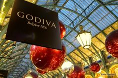 Eline Rewinkel Photography: London Part 2. Godiva located in the market building in Covent Garden. Chocolate lovers get together! ;)