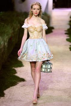 *ଘ( ॢᵕᴗᵕ)ॢഒ〜♡॰ॱ, takemetothetents: Zahia Dehar, Spring Couture Mode, Style Couture, Couture Fashion, Runway Fashion, Fashion Week, Look Fashion, High Fashion, Fashion Show, Fashion Design