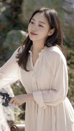Korean Drama Best, Korean Beauty, Korean Actresses, Korean Actors, Korean Dramas, Kim Go Eun Goblin, Kim Go Eun Style, My Sassy Girl, How To Pose
