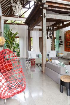 Tropical Bali retreat displays an infusion of exotic colors