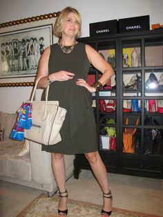Olive green with neutral accessories worn by Lissy from A Girl in Boston. Fashion Bloggers Over 40, Fashion For Women Over 40, 50 Fashion, Womens Fashion, Fashion Design, Executive Fashion, Executive Style, Cute Dresses, Dresses For Work