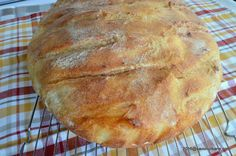 Paine pufoasa cu malai - paine aurie My Recipes, Bread Recipes, Cake Recipes, Barley Recipes, Cooking Bread, Bread Baking, Romanian Food, Yummy Food, Tasty