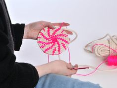 How to weave a basket with crochet ~ video tutorial {The Work is Getting to Me: Making Neon Rope Baskets}