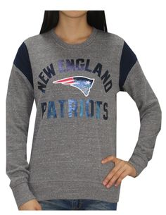 be947143f831f Amazon.com  NE PATRIOTS Athletic Game Day Sweatshirt (FOIL PRINT) for  Womens XS Grey  Clothing. NFL Fans Paradise