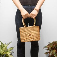 Handmade women rattan bag, beach bag, straw summer bag, wholesale handbag READY TO SHIP A new design from me and finish by my partner in Vietnam 100% handmade by Vietnam Artisan It support for Vietnam Artisan The bag is big enough to put your important things: phone, kets, wallet, cream, lipstick,