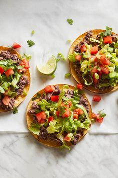 Toasted tortillas topped with flavorful black beans and fresh vegetables make a quick and delicious light meal. This is also a great recipe for entertaining, because of its ease and high yield. To spice things up, top black bean tostadas with slices of fresh jalapeño just before serving. Lentil Vegetable Soup, Vegetable Soup Recipes, Vegan Burrito Bowls, Vegan Mexican Recipes, Vegetarian Recipes, Sweet Potato Tacos, Veggie Dinner, Pizza Recipes, Whole Food Recipes
