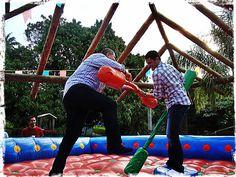 Guerra de cotonete na Festa Junina!