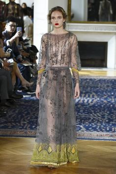 Watch the livestream of the Valentino show ready-to-wear collection Spring/Summer 2017 from Paris.
