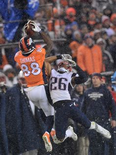 Demaryius Thomas (88) of the Denver Broncos makes a long catch in the fourth quarter. The Broncos played the New England Patriots at Sports Authority Field at Mile High in Denver, CO on November 29, 2015. (Photo by AAron Ontiveroz/The Denver Post)