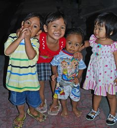 little kids in Ubud..I would adopt them all if I could..to give them love, and a chance in life. I have plenty to give...just no one to share it with.