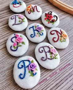 This picture is worth all the hard work Floral Embroidery Patterns, Hand Embroidery Flowers, Hand Embroidery Stitches, Embroidery Fashion, Embroidery Jewelry, Silk Ribbon Embroidery, Embroidery Hoop Art, Hand Embroidery Designs, Cross Stitch Embroidery