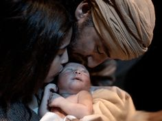 Free Bible images of the birth of Jesus in Bethlehem. (Luke 2:1-7)