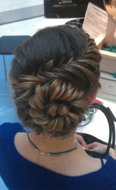Love this fishtail bun!